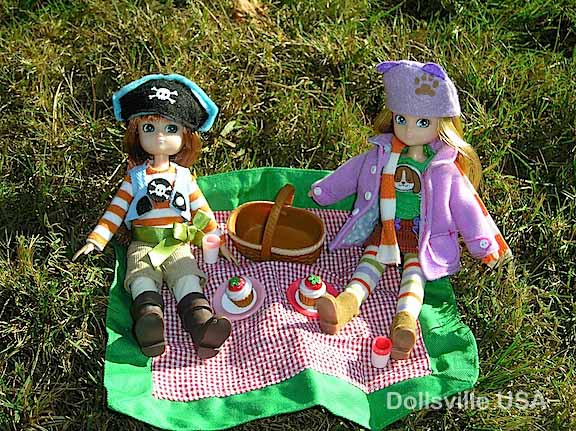 Pirate Queen Lottie and Autumn Leaves Lottie enjoy a picnic