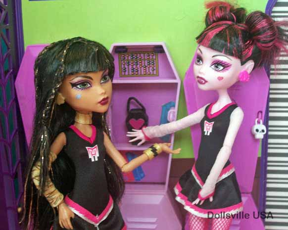 Draculaura and Cleo heard about the new girl in school. Always bubbly and friendly, Draculaura is excited to meet her.